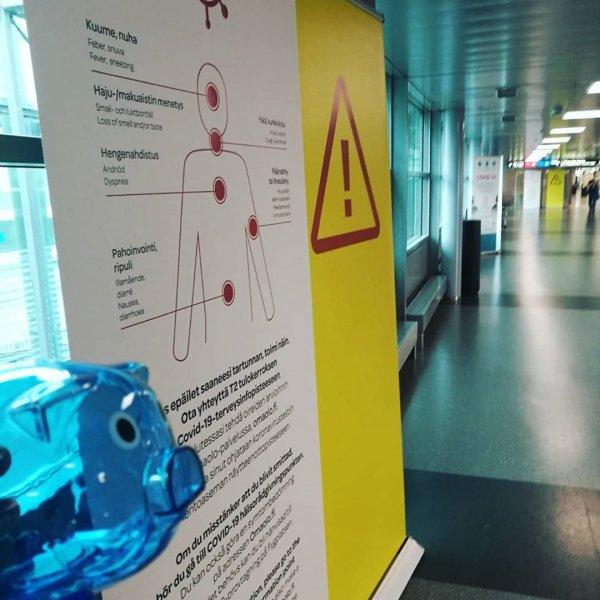 Sininen Possu kävi koronatesteissä lentokentällä, ja tuloksia odotellessa suoraan karanteeniin. Elämme edelleen epidemia...